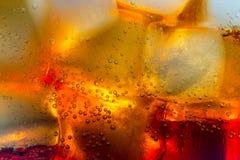 Bolhas dos cubos de gelo da cola macro Imagem de Stock Royalty Free