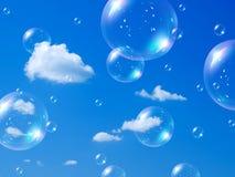 Bolhas e céu de sabão. Imagens de Stock