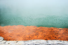 Bolhas hidrotermais na mola colorida de Champagne Pool Fotografia de Stock