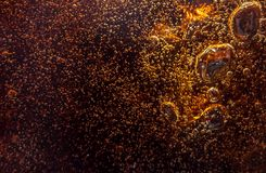 Bolhas pretas macro na parede de vidro da cola Foto de Stock