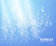 Bolhas sob a ilustração do vetor da água no fundo azul ilustração stock