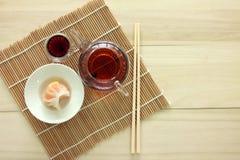 Bolinha de massa do camarão de Dim Sum - de Har Gow & chá chinês fotografia de stock