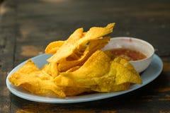 Bolinhas de massa fritadas: alimento chinês, alimento asiático Wonton fritado Imagem de Stock