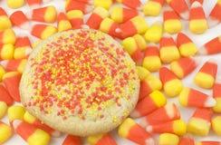 Bolinho de açúcar no fundo do milho de doces Fotografia de Stock Royalty Free