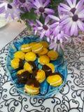 Bolinho de amêndoa amarelo Fotografia de Stock Royalty Free