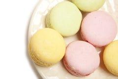 Bolinho de amêndoa colorido saboroso fotos de stock
