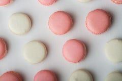 Bolinho de amêndoa cor-de-rosa e branco Fotografia de Stock