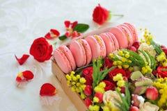 Bolinho de amêndoa francês dia coração-dado forma do ` s do Valentim Foto de Stock