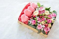Bolinho de amêndoa francês dia coração-dado forma do ` s do Valentim Fotos de Stock Royalty Free