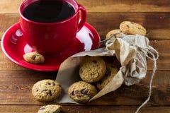 Bolinhos da chávena de café e de oatmeal Fundo Fotografia de Stock