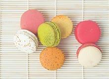 Bolinhos de amêndoa coloridos do francês da sobremesa Imagem de Stock