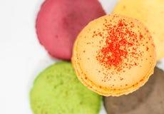 Bolinhos de amêndoa coloridos franceses tradicionais  Fotos de Stock