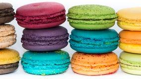 Bolinhos de amêndoa coloridos franceses tradicionais  Foto de Stock Royalty Free