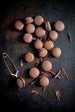 Bolinhos de amêndoa do chocolate imagem de stock
