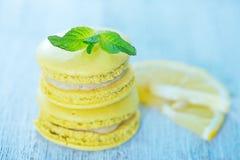 Bolinhos de amêndoa do limão Imagens de Stock Royalty Free