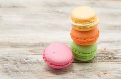 Bolinhos de amêndoa franceses coloridos cor pastel do vintage Imagens de Stock