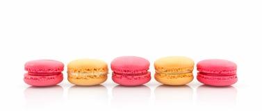 Bolinhos de amêndoa ou macaron francês doce e colorido Imagem de Stock