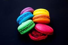 Bolinhos de amêndoa ou macaron francês doce e colorido Foto de Stock Royalty Free