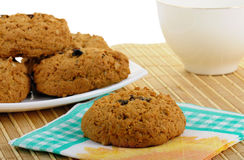Bolinhos de Oatmeal e copo do chá Fotos de Stock Royalty Free