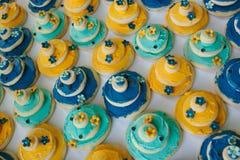 Bolinhos do bolo de casamento Fotos de Stock Royalty Free