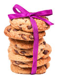 Bolinhos do chocolate amarrados com a fita cor-de-rosa no branco Foto de Stock Royalty Free