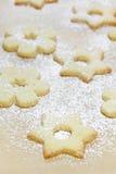 Bolinhos do Natal com açúcar de crosta de gelo Foto de Stock