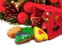 Bolinhos do Natal e grinalda do Natal imagem de stock royalty free