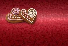 Bolinhos do pão do gengibre no vermelho Imagens de Stock Royalty Free