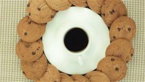 Bolinhos e chávena de café vídeos de arquivo