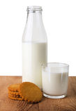 Bolinhos e leite Imagem de Stock