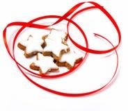 Bolinhos típicos da estrela da canela do Natal Imagens de Stock Royalty Free