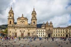 Bolivar fyrkant och domkyrka - Bogota, Colombia arkivfoto
