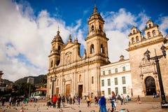 Bolivar Simon Square y la catedral en Bogotá, Colombia Cand Imagenes de archivo
