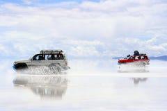 bolivia som kör den våta saltflatsuyunien Royaltyfria Bilder