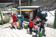 Bolivianische Schulkinder stockbild