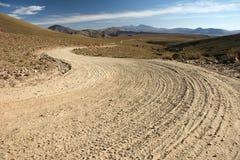 Bolivianischer Land-Schotterweg Lizenzfreies Stockfoto