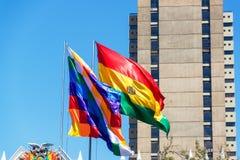 Bolivianska flaggor Arkivbild