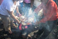 Bolivianska invandrare firar Ekeko, gud av överflöd, i Brasilien Royaltyfri Foto
