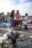 Bolivianska invandrare firar Ekeko, gud av överflöd, i Brasilien Arkivfoto