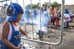 Bolivianska invandrare firar Ekeko, gud av överflöd, i Brasilien Arkivbild