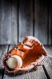 Boll av baseball- och läderhandsken Fotografering för Bildbyråer