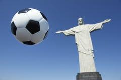 Boll för Brasilien fotbollfotboll Corcovado Rio de Janeiro Royaltyfria Foton