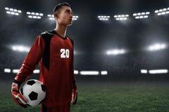 Boll för fotboll för fotbollmålvakthåll Arkivbild