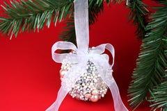 boll prydd med pärlor jul Royaltyfria Bilder