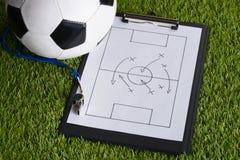 Boll; taktiskt diagram för vissling och för fotboll på graden Royaltyfria Foton