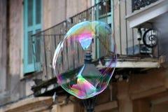 Bolla di sapone che galleggia nel quartiere francese di New Orleans fotografia stock libera da diritti