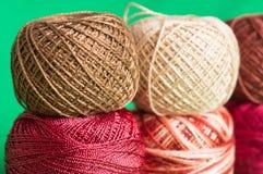 Bollar av ettfärgat garn Royaltyfria Foton