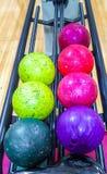 Bollar för att bowla leken royaltyfri bild