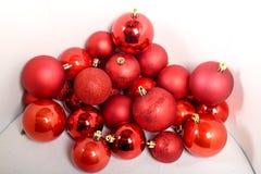 Bollar för Xmas-trädgarneringen Royaltyfri Foto