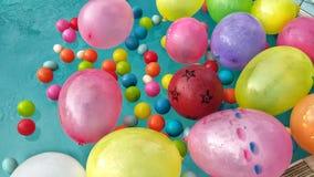 Bollar och ballong arkivbild